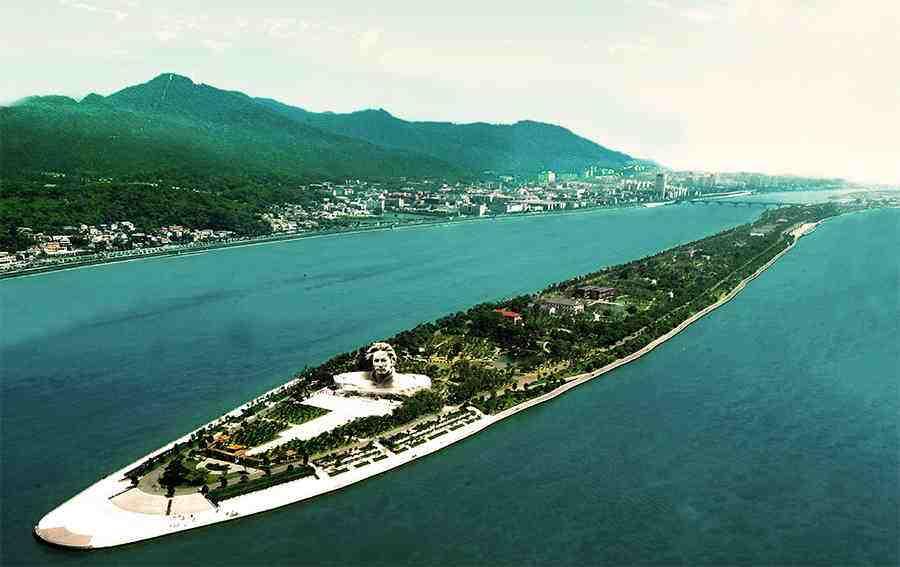 橘子洲是湘江中的一个冲击沙洲,四面环水绵延数十里,是国家重点风景