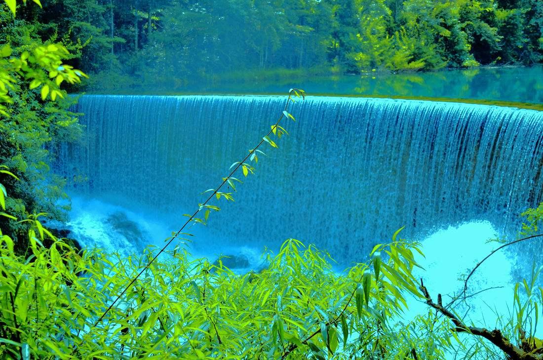 大小七孔风景区位于贵州省荔波县樟江风景名胜区内,分大七孔和小七孔