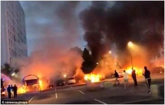 一群蒙面青年在瑞典各地纵火烧车、袭击警察