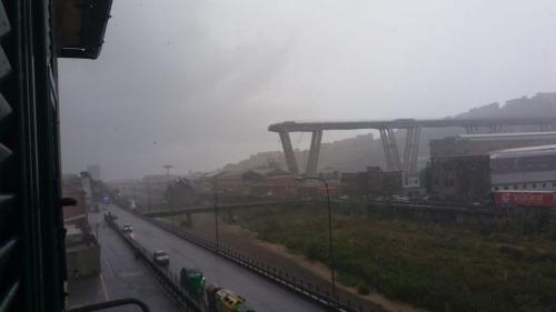 意大利�崮��高速公路�蛱�塌 10�v�或遭波及