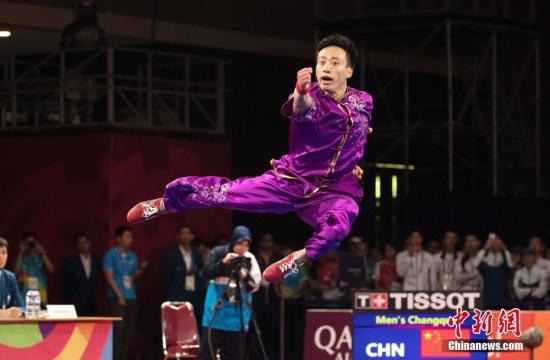 图为孙培原为中国代表团摘下2018雅加达亚运会首金。 中新社记者 刘关关 摄