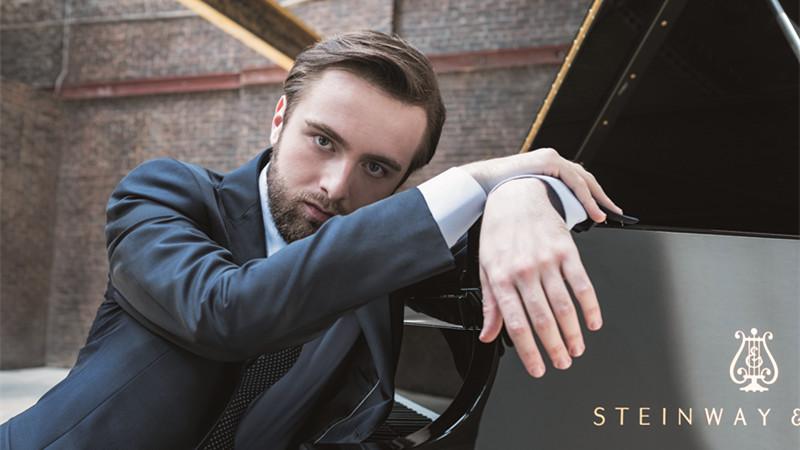 国际乐坛新生代钢琴代表人物丹尼尔·特里福诺夫