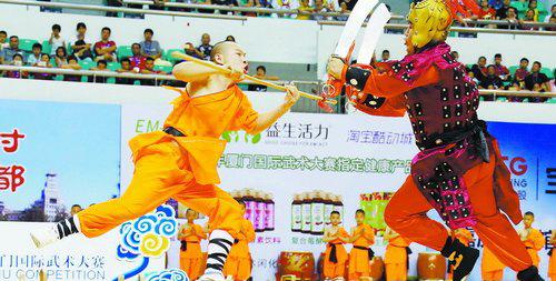 """开幕式上武术展演震撼上演,给厦门人带来了一场别开生面的武术""""视觉盛宴""""。"""