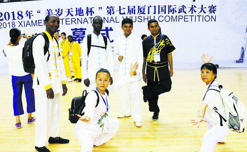 外籍武术代表队的表演成为场上焦点。