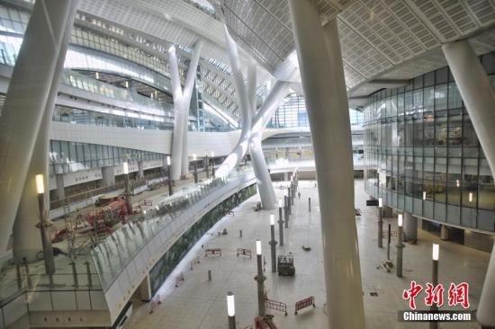 资料图为香港西九龙站大堂。中新社记者 麦尚旻 摄