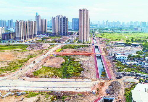 集美文教区排洪沟工程项目打通港头段最后200米。(林志杰 摄)