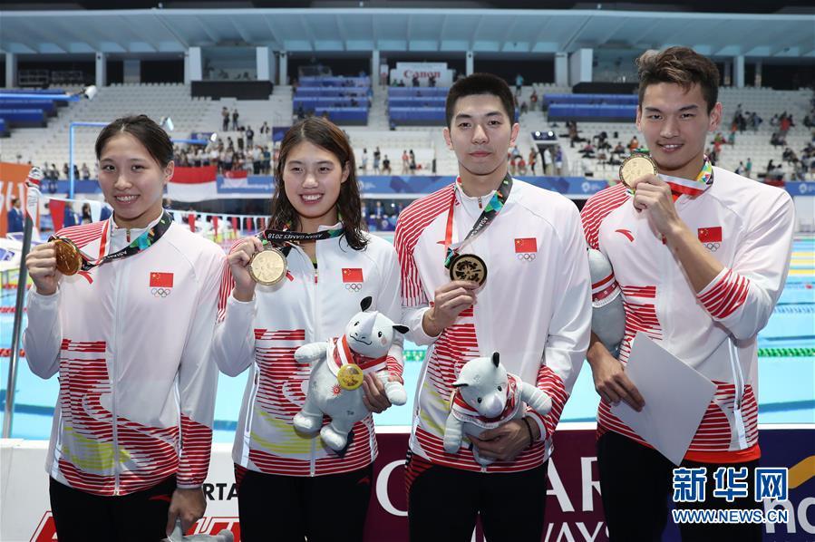 (亚运会)(4)游泳——男女4X100米混合泳接力:中国夺冠