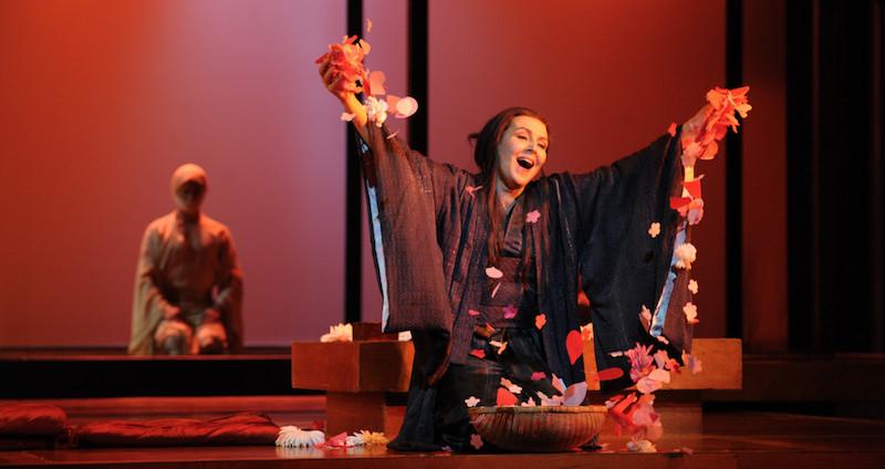 女高音歌唱家艾丽西亚·威戈瑞都曾在2015年澳大利亚歌剧团的《蝴蝶夫人》中饰演蝴蝶夫人