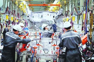 云度新能源汽车生产车间 记者 周明太 摄