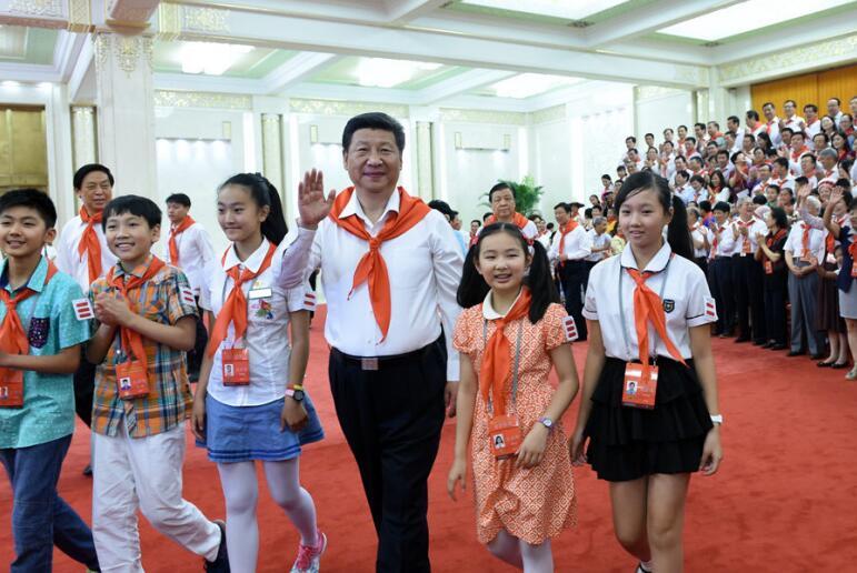 2018-10-22,习近平在北京人民大会堂亲切会见中国少年先锋队第七次全国代表大会全体代表。新华社记者王晔摄