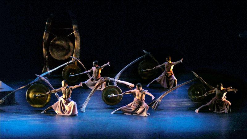 《听海之心》采用了鼓舞结合的方式,向观众讲述一段水和生命的故事。