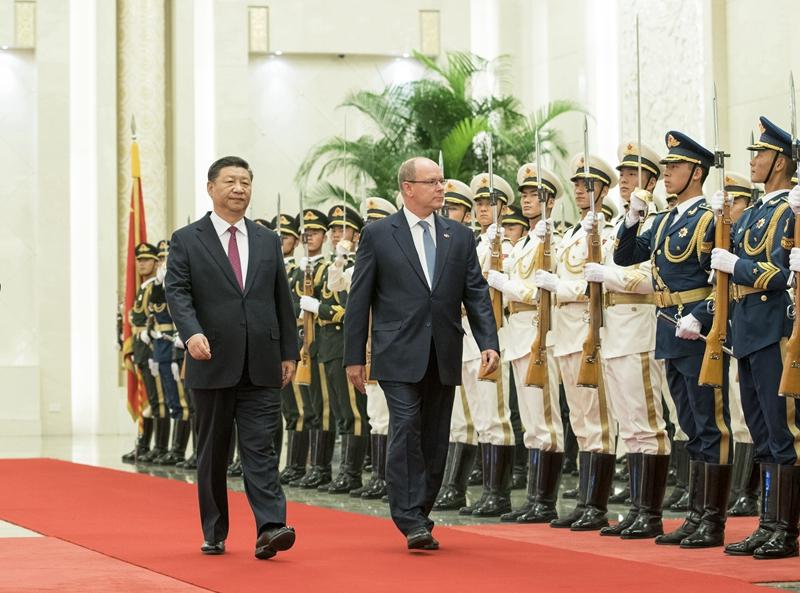 9月7日,国家主席习近平在北京人民大会堂同摩纳哥元首阿尔贝二世亲王举行会谈。这是会谈前,习近平在人民大会堂北大厅为阿尔贝二世举行欢迎仪式。新华社记者 王晔 摄
