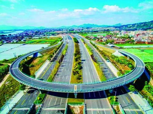 厦漳同城大道预计今年10月全线贯通。