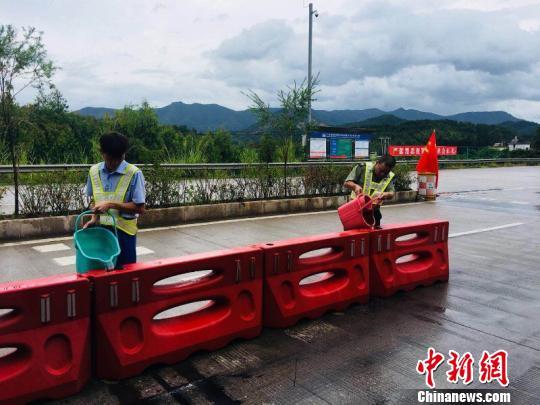 """""""山竹""""來襲 廣東18個地市高速公路實施入口封閉"""