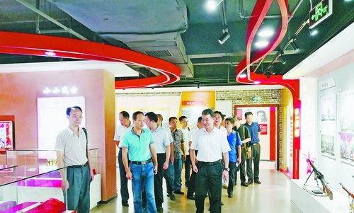 海沧区直机关党工委组织基层党组织书记(党务干部)赴上海、嘉兴开展教育培训。