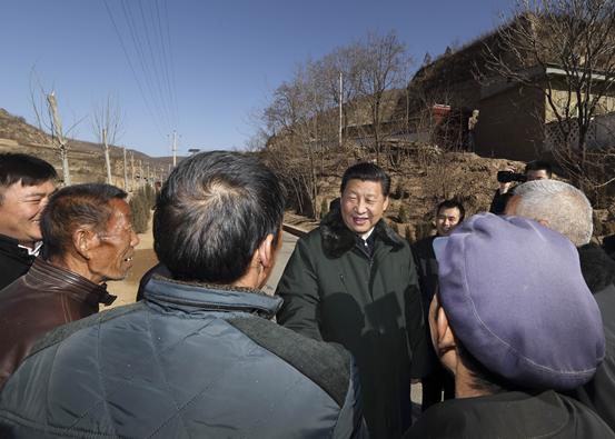 2015年2月13日,习近平回梁家河村看望父老乡亲。来源:新华社