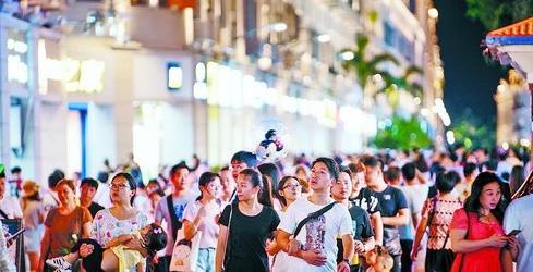 中秋佳节,厦门吸引了众多游客前来观光