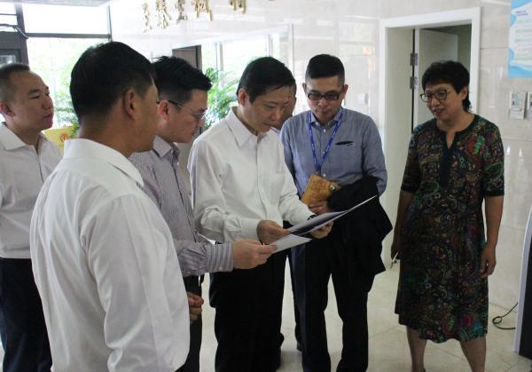 2017年9月4日,陆方舟(右三)率队赴中国质量认证中心调研。