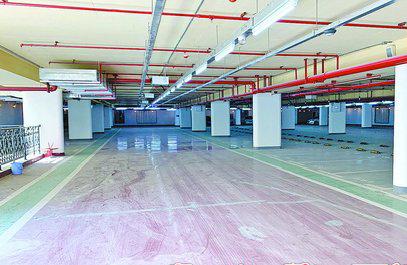 厦门大学演武运动场地下停车场夹层昨日开放体验。(薛尧 摄)