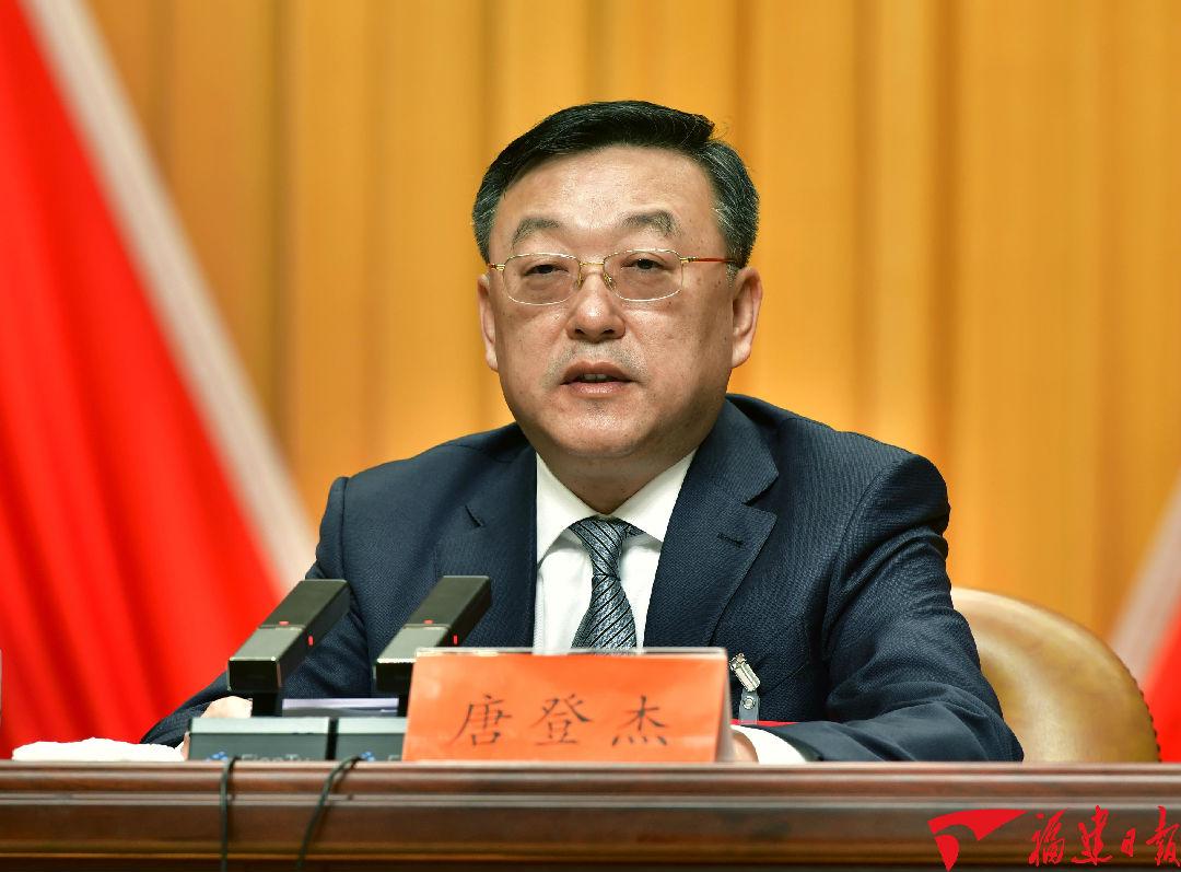 省委副书记、省长唐登杰作有关文件说明。