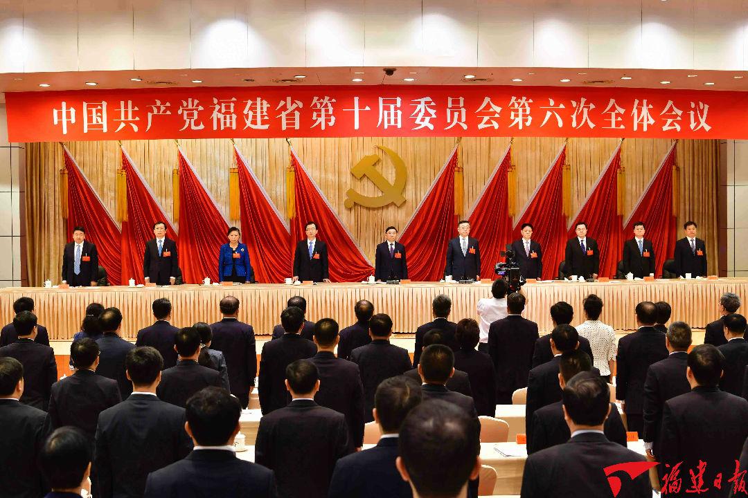 大会完成了各项议程,在雄壮的国际歌声中胜利闭幕。