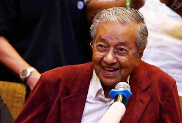 九旬马哈蒂尔笑谈长寿秘诀与前总理吵架保持活力