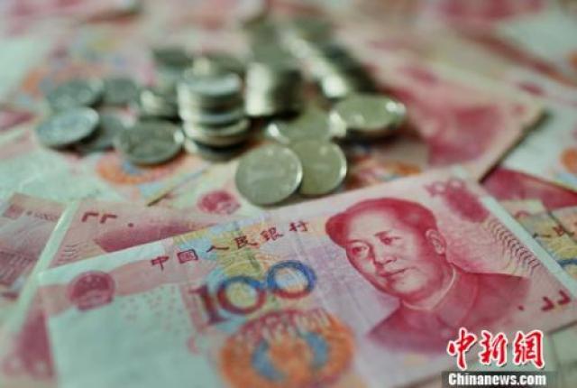 ↑资料图:人民币。中新社记者 泱波 摄