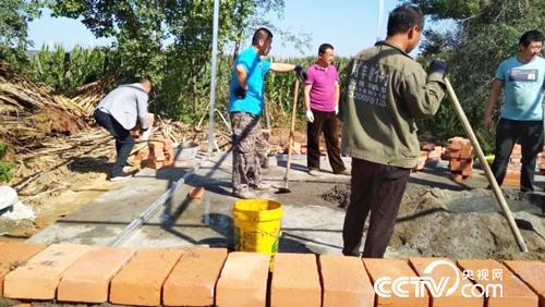 桦南县大八浪乡九里六村:老旧屋翻修 重建 贫困户喜笑开颜