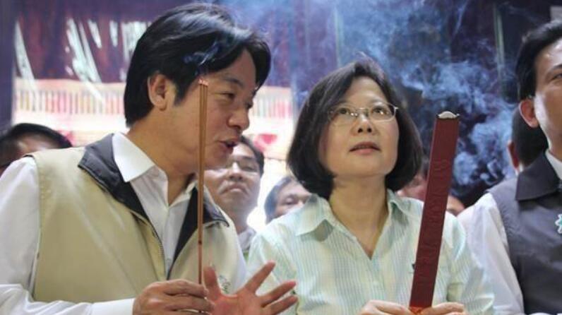 赖清德(左)与蔡英文(右)。