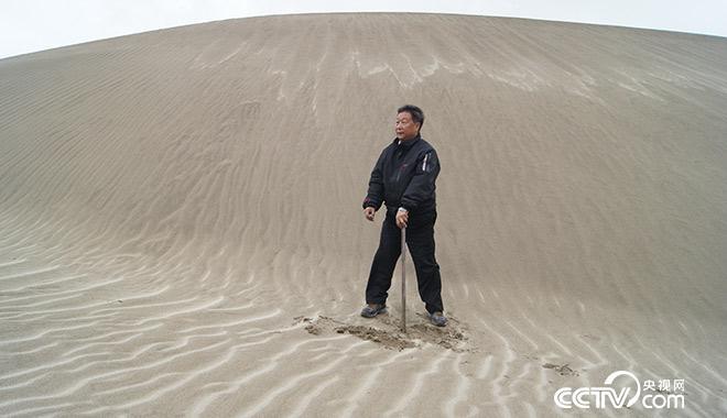 2018-10-16,选定在雅鲁藏布江西藏林芝米林县段,海拔3067米,菌草治理流动沙丘试验点。