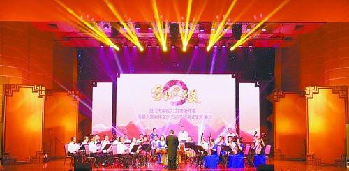 厦门市庆祝2018年老年节暨第六届老年文化艺术节闭幕式文艺演出昨在市老年活动中心举行。(本报记者 张奇辉 摄)