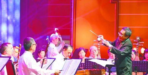 民乐合奏《红花遍地开》。(记者 张奇辉 摄)