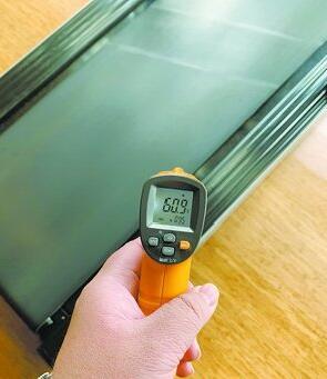 家用简易跑步机在长时间使用后,跑带的温度为60.9℃。