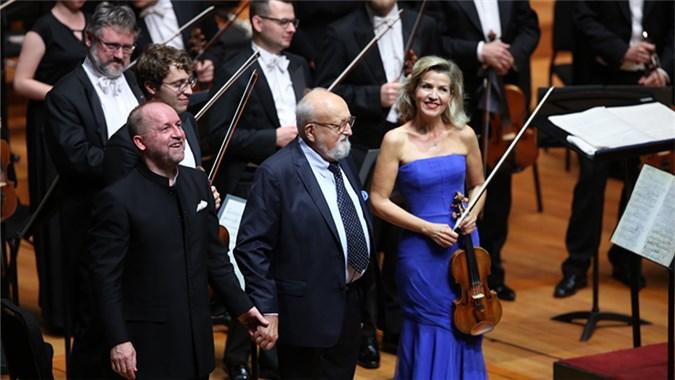 著名作曲家、指挥家潘德列茨基和著名小提琴家安妮-索菲·穆特以及指挥家马切克·特瑞克同台。 牛小北/摄
