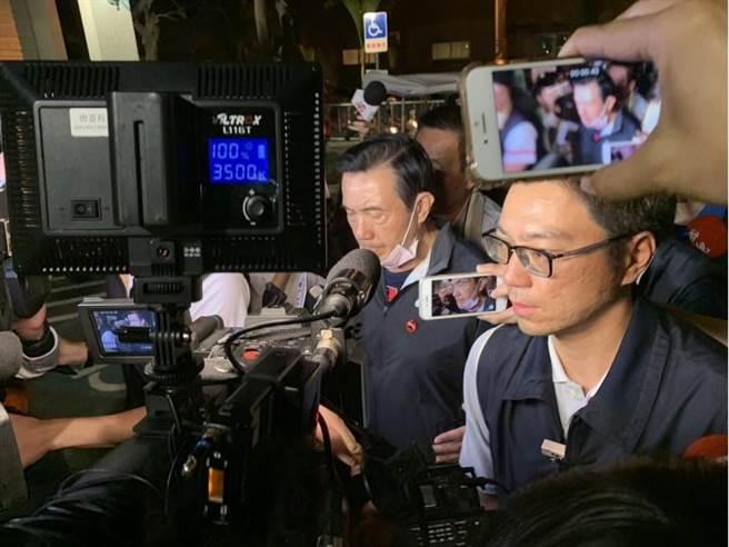 """普悠玛列车21日发生翻覆意外,马英九晚间8时许前往探视伤者。(图片来源:台湾""""中时电子报"""")"""