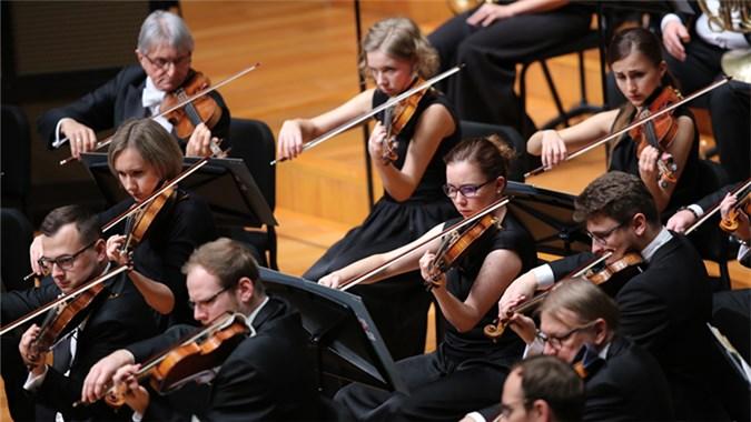 音乐会上半场由潘德列茨基执棒华沙交响乐团演绎了德沃夏克的《第七交响曲》。 牛小北/摄