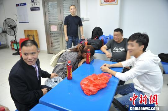 重庆警方20余年追踪一拐卖案不弃失散23年母子终相认