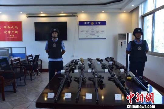 湖南津市警方捣毁一跨省贩枪网络缴获枪支22支
