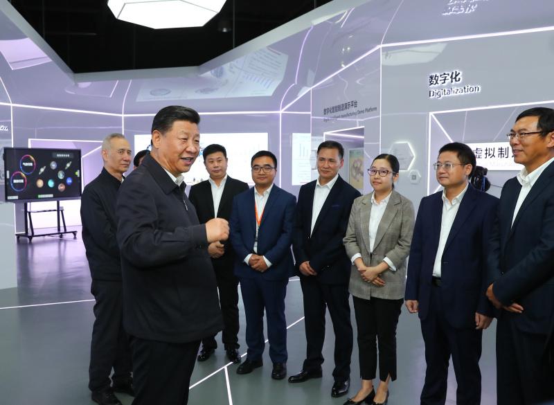 10月22日至25日,中共中央总书记、国家主席、中央军委主席习近平在广东考察。这是10月24日下午,习近平考察广州明珞汽车装备有限公司。