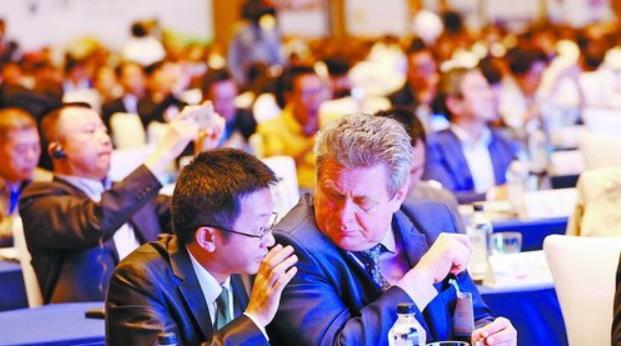 厦门国际会展周已经连续举办三年。图为2017海峡会展合作论坛现场。