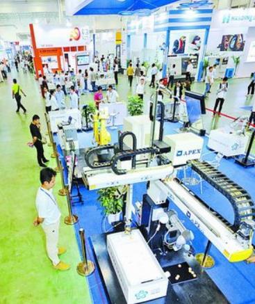 4月12日,厦门工业博览会、第22届海峡两岸机械电子商品交易会在厦门国际会展中心开幕。图为展会现场。