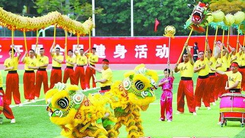 开幕式上,精彩的舞龙舞狮表演.