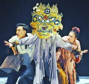 由国家话剧院出品的《罗刹国》昨晚在厦门沧江剧院上演。(厦门沧江剧院 供图)