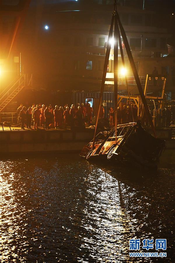 【每日签到】20181101 重庆坠江公交车打捞出水