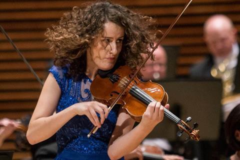 小提琴家斯瓦沃米拉·维尔