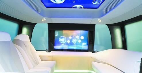 """阿波龙""""智能驾舱"""",再次颠覆了大众对于交通工具的认知。"""
