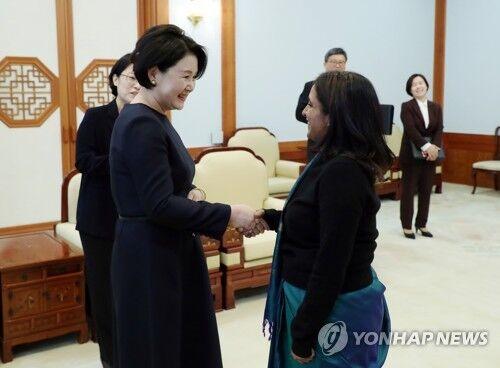韩第一夫人今启程独自出访印度 明将与莫迪会面