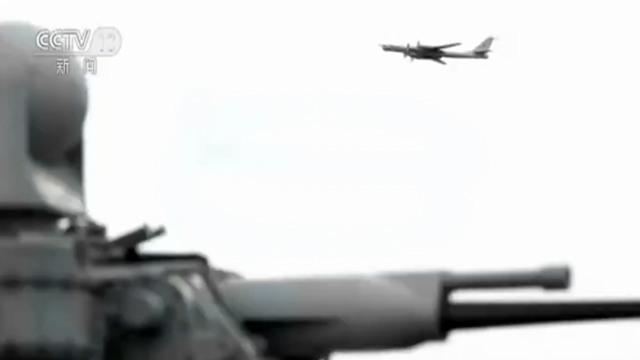 突如其来!俄反潜机飞越北约舰艇 现场美军士兵正合影