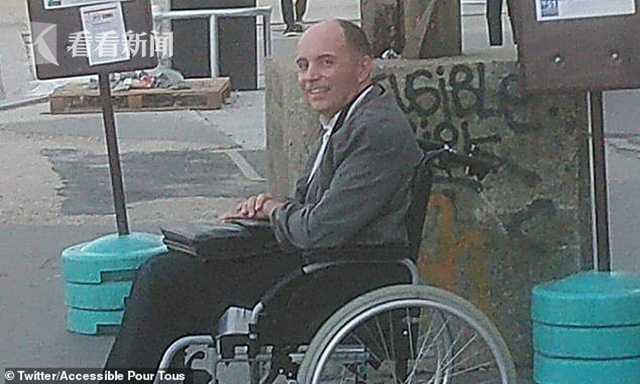 乘客不给坐轮椅人腾地 公交司机将所有人赶下车