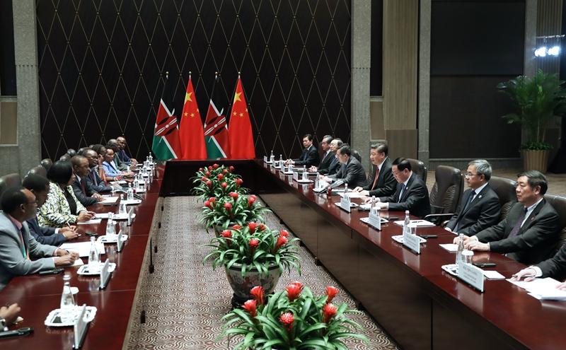 11月4日,国家主席习近平在上海会见肯尼亚总统肯雅塔。新华社记者 饶爱民 摄
